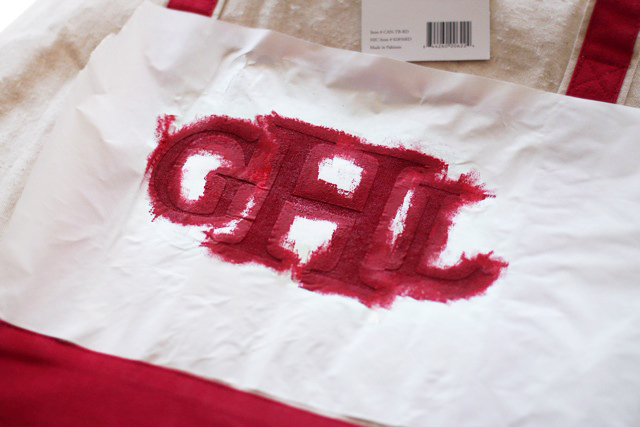 Easy painted monograms with freezer paper or as a silk screen. 2 DIY tutorials via lilblueboo.com