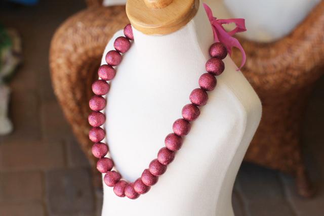 How to make a chunky glitter necklace. DIY tutorial via lilblueboo.com