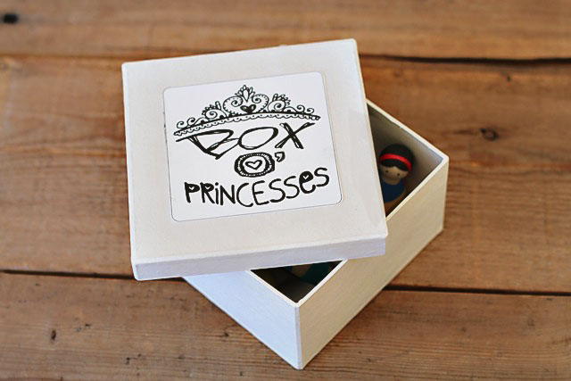 Box o princesses DIY project with free download via lilblueboo.com