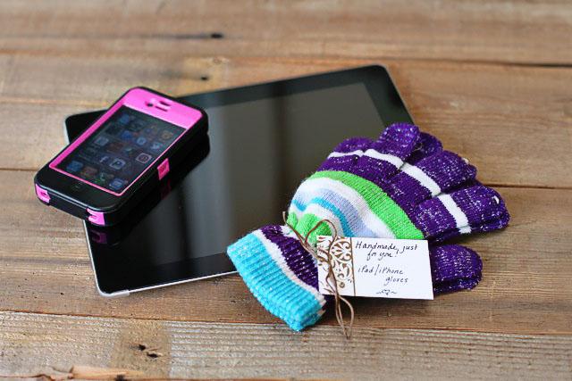 DIY iPad / iPhone Gloves DIY Tutorial via lilblueboo.com