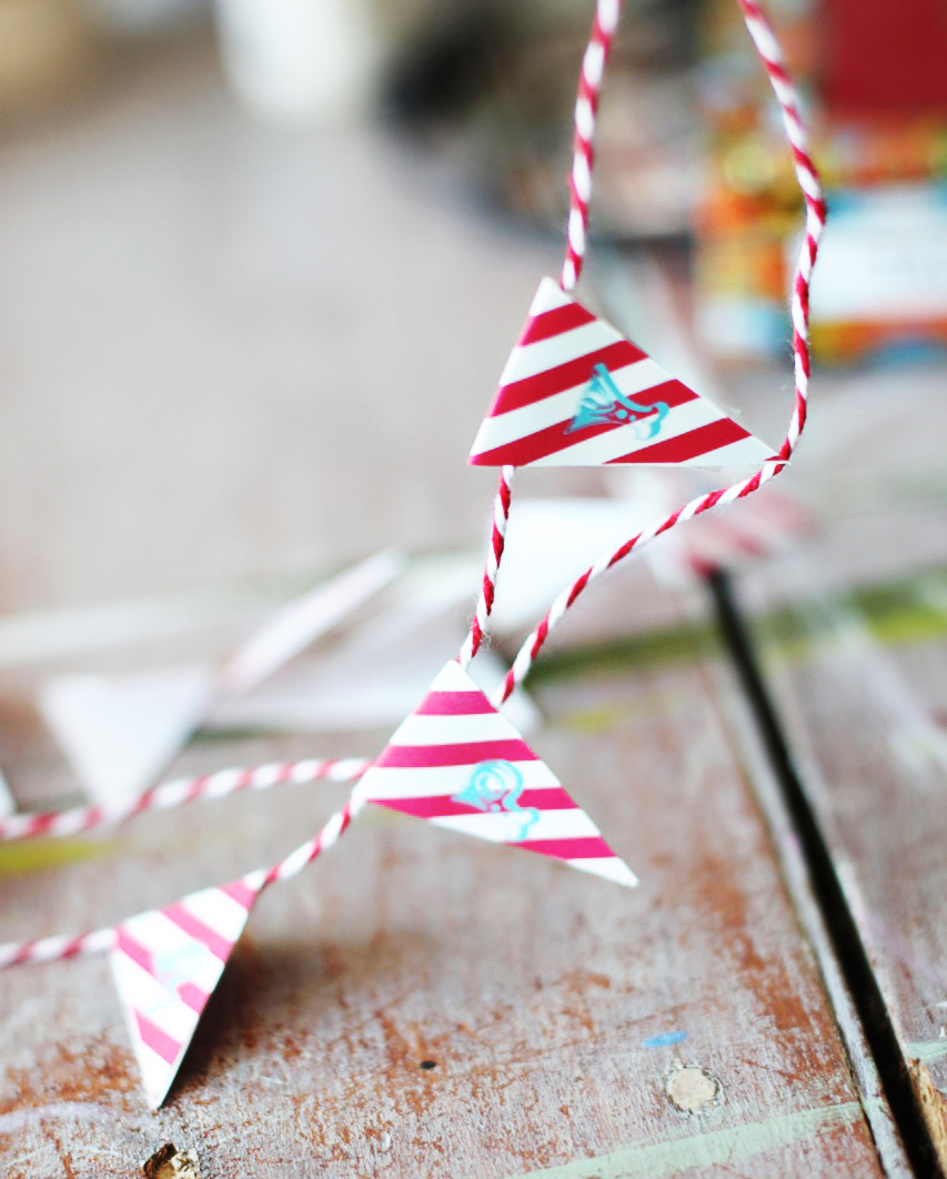 Free Printable Mini Cake Bunting for Circus Party via lilblueboo.com