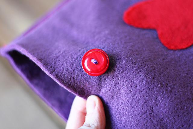 Needle Felted iPad / iPhone Cover. DIY tutorial via lilblueboo.com