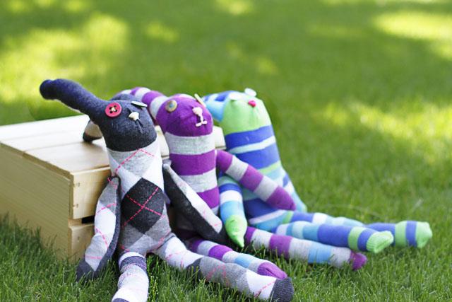 Knee High Sock Bunnies! DIY Tutorial via lilblueboo.com