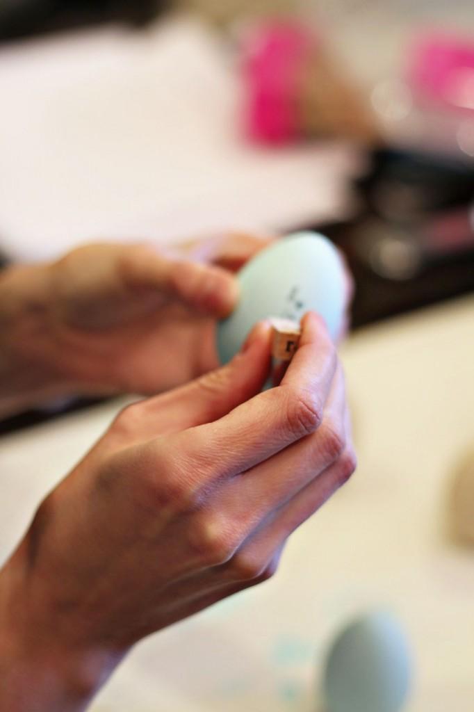 Alternative Easter Eggs step 3 (A Tutorial) via lilblueboo.com