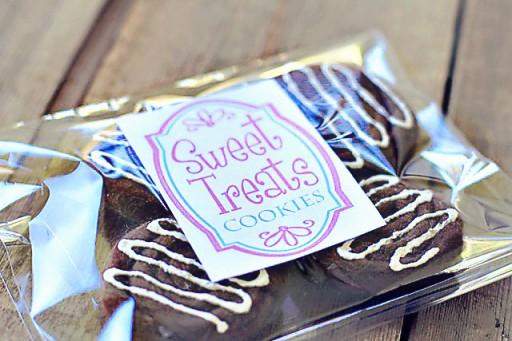 Felt Cookie Play Food and Free Sweet Treat Baked Good Printable Download via lilblueboo.com