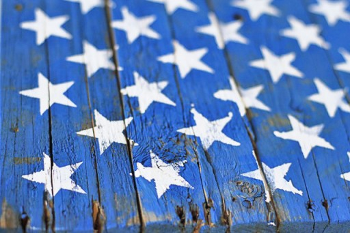 DIY Rustic American Flag Painting from (Drying) Wood Pallet via liblueboo.com