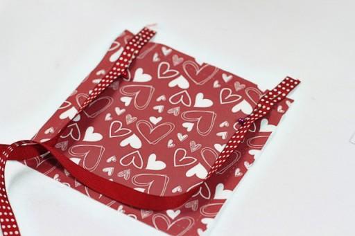 Making a Valentine's Door Pillow (adding ribbon) via lilblueboo.com