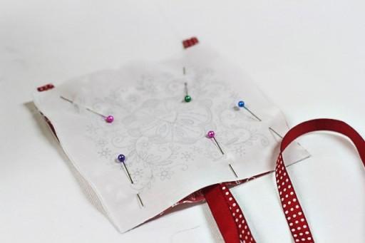 Making a Valentine's Door Pillow (stitching) via lilblueboo.com