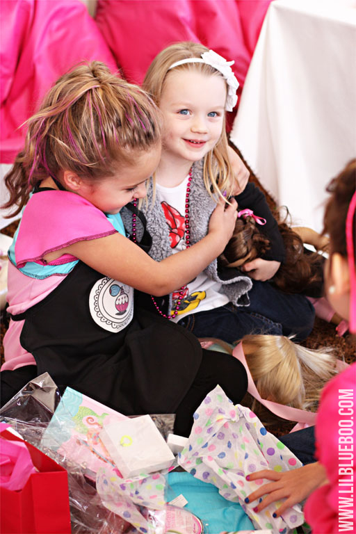 Fun Girls Birthday Theme (American Girl) via lilblueboo.com