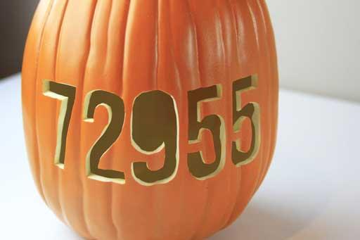 Halloween Decor Ideas via lilblueboo.com #pumpkincarving #halloween