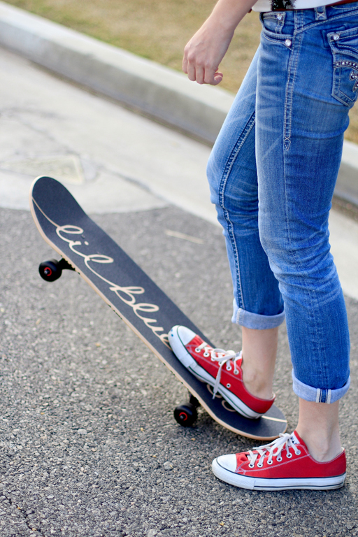 How to make a custom skateboard design via lilblueboo.com #skateboard #diy #gift #handmade