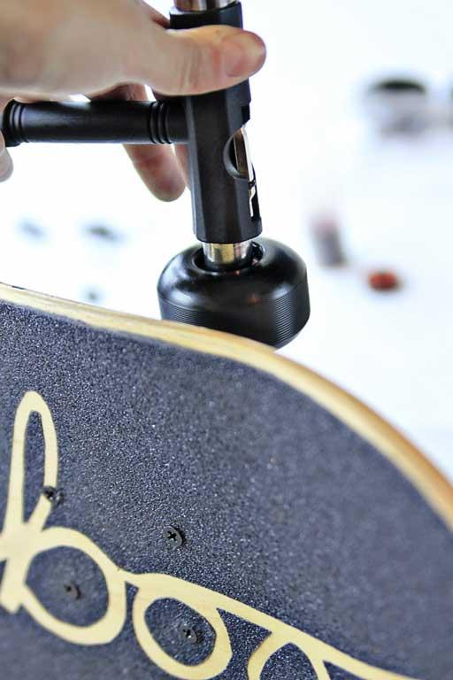 How to get bearings in skateboard wheels via lilblueboo.com #skateboard #diy #gift #handmade