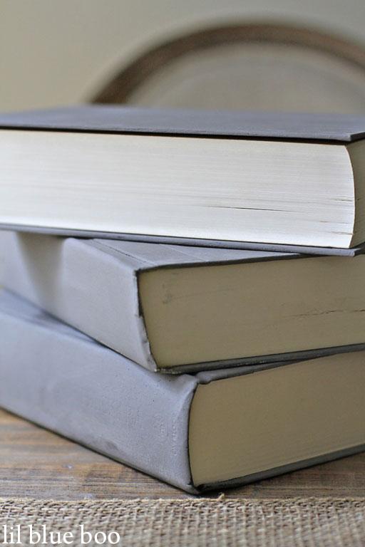how to decorate book shelves via lilblueboo.com