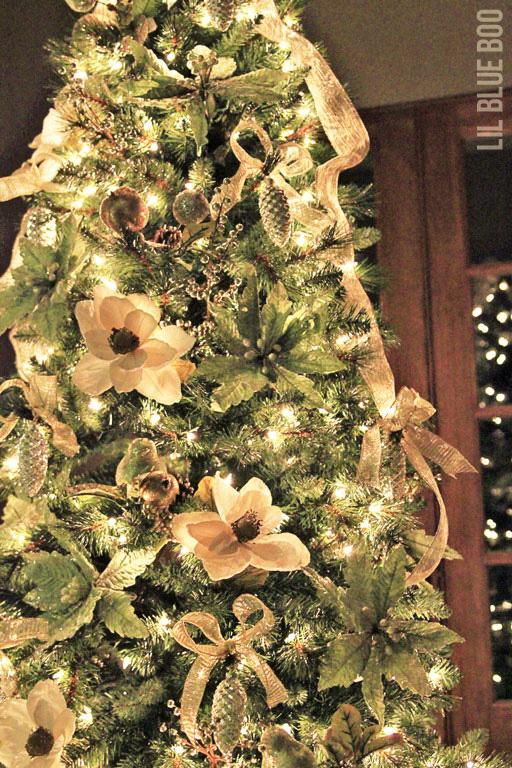 Gold Christmas Tree Decor - Michaels Dream Tree Challenge Reveal 2013 #christmas #JustAddMichaels via lilblueboo.com