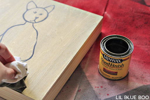 Rustic decor: How to stain wood via lilblueboo.com