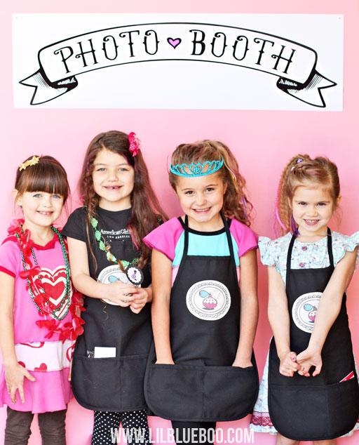 Photo Booth at the Beauty Salon and Doll Party via Ashley Hackshaw / lilblueboo.com