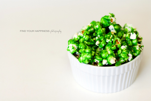 St. Patrick's Day Food Ideas: Green Candied Popcorn by Find Your Happiness via Ashley Hackshaw / lilblueboo.com