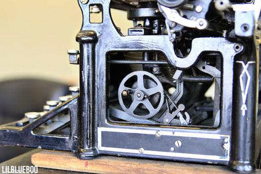 Vintage Underwood Typewriter via Ashley Hackshaw / Lil Blue Boo