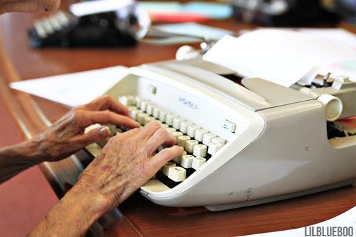 1956 Royal Safari typewriter via Ashley Hackshaw / Lil Blue Boo