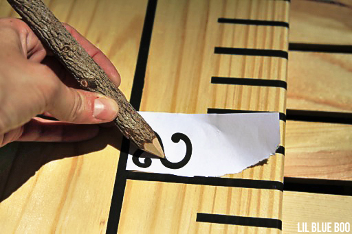 How to easily paint letters and numbers onto wood #diy #painting