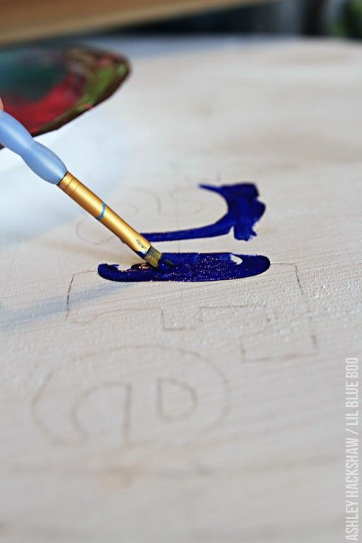 how to paint a sign with stencils