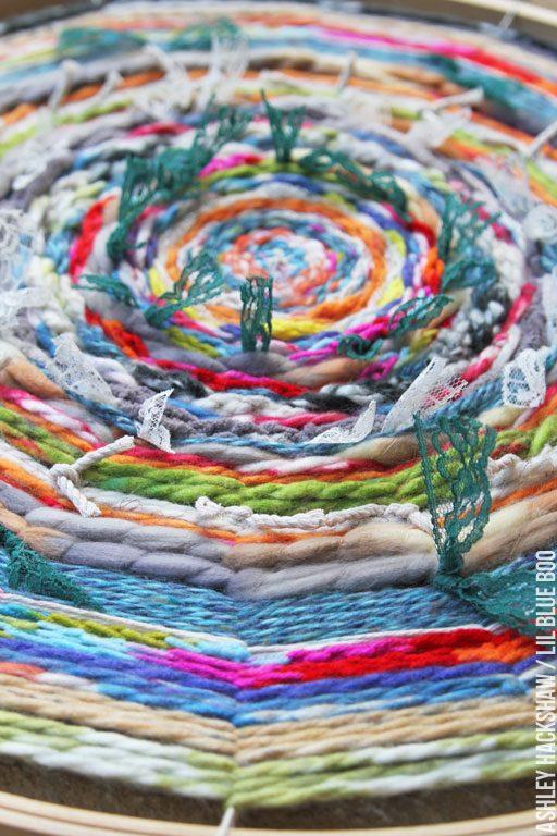 circle weaving on embroidery hoop DIY