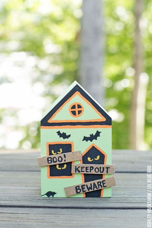 Spooky Town Halloween Village Collection - Abandoned Halloween House
