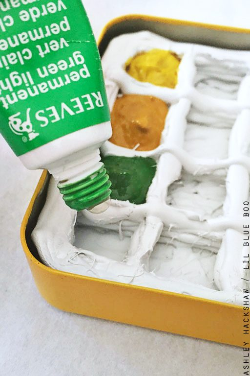 Make your own DIY mini paint palette - using a small tin