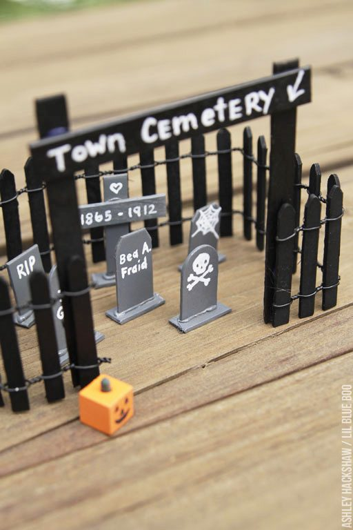miniature Halloween cemetery and tombstones - popsicle project ideas