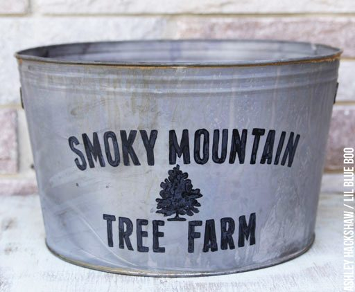 DIY vintage galvanized tub or metal bucket - for under the Christmas tree!