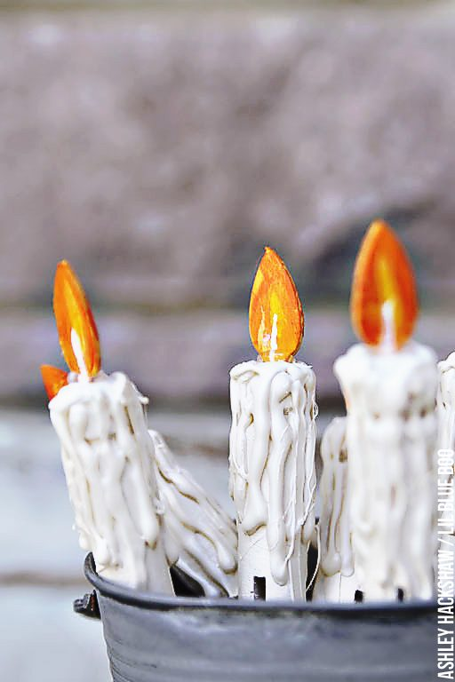 How to make faux dripping candles - fake candelabra candles using clothespins and glue gun