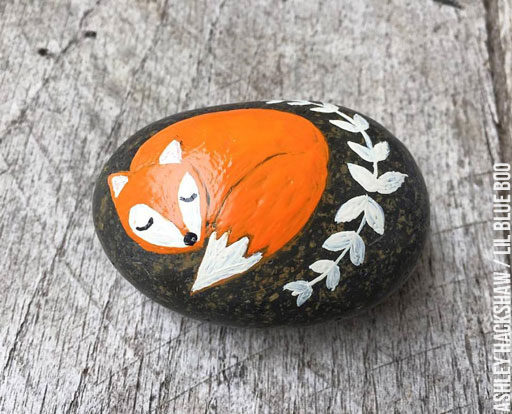 Painted Rock ideas - Fox Rock - Folk Art - Kindness Rocks Project - Painted Rock Ideas #makekindnessrock
