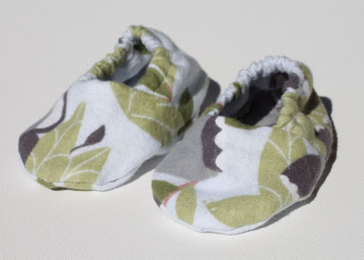 Elephant Infant Gift Set booties via lilblueboo.com