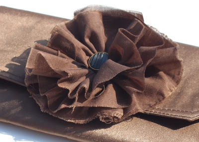 How to make a clutch from a placemat (tutorial) flower via lilblueboo.com