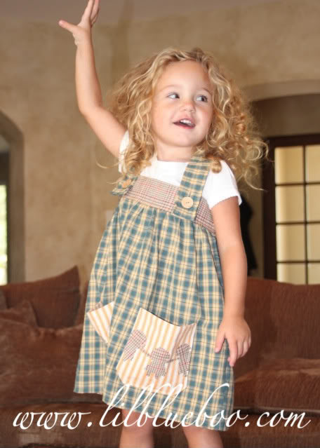 The Paper Doll Dress Boo posing via lilblueboo.com