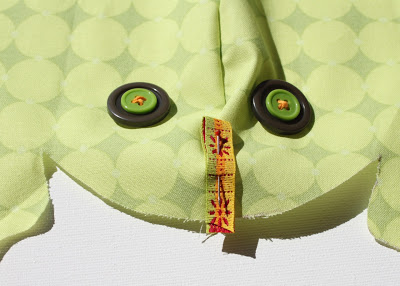 Stuffed Frog Beanbag Toy DIY Tutorial and Free Pattern Download step 3 via lilblueboo.com