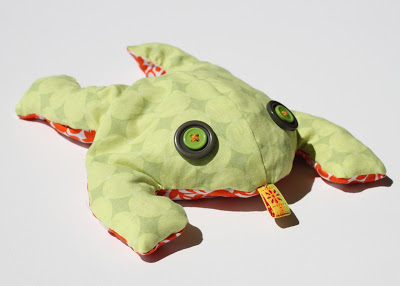 Stuffed Frog Beanbag Toy DIY Tutorial and Free Pattern Download 1 via lilblueboo.com