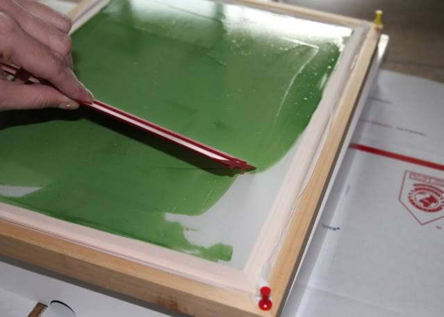 How to screen print 101 - applying emulsion -  via lilblueboo.com