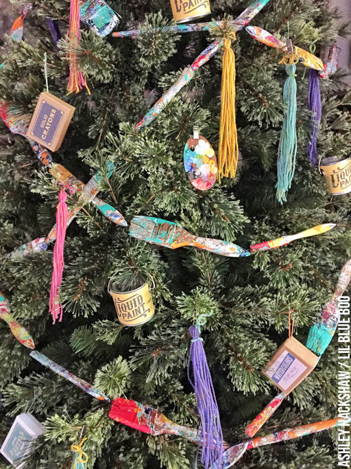 Christmas tree garland ideas - art and paintbrush themed
