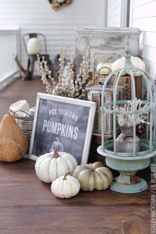 Fall Farmhouse Porch Decor Ideas - DIY Wreath and Pumpkins