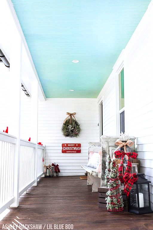 Farmhouse Porch Christmas Decor Ideas - Our Polar Express Airbnb in Bryson City